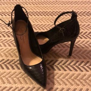 Jessica Simpson black patent leather pumps